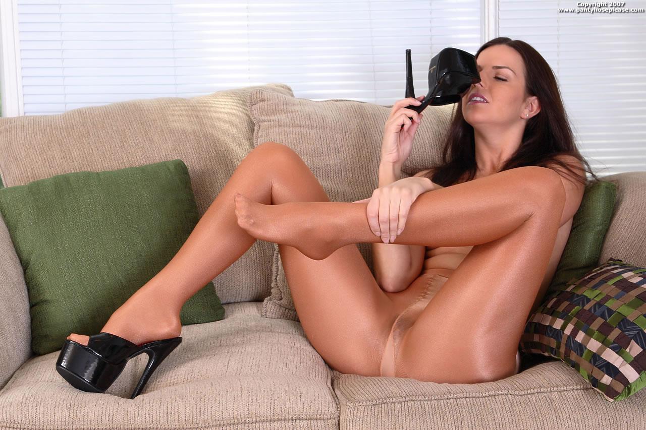 Hang nude women